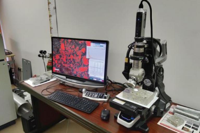 A távolsági tényező, mint a fagyálló betonok minőségbiztosítási vizsgálata és egyéb mikroszkópos vizsgálatok