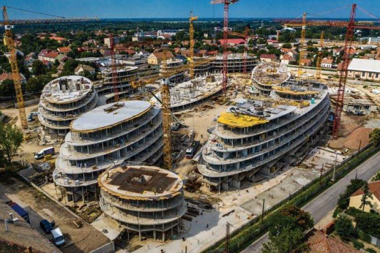 Sci-fibe illő, futurisztikus lakópark – Cédrus Liget, Szeged